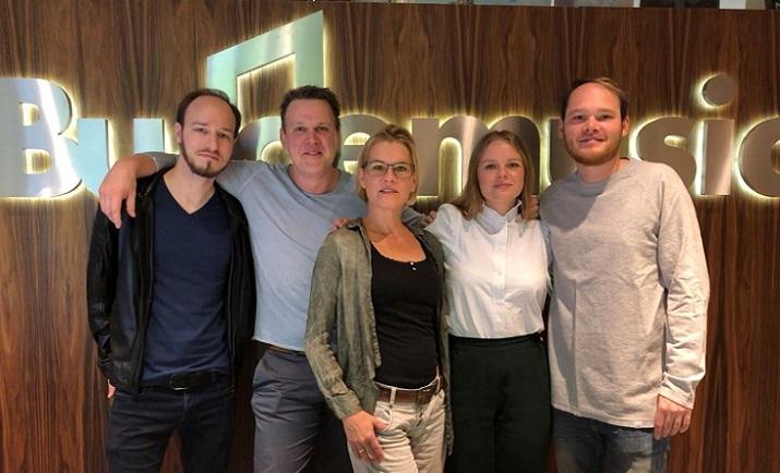Budde Music und Edition MUM Publishing signen Anja Krabbe